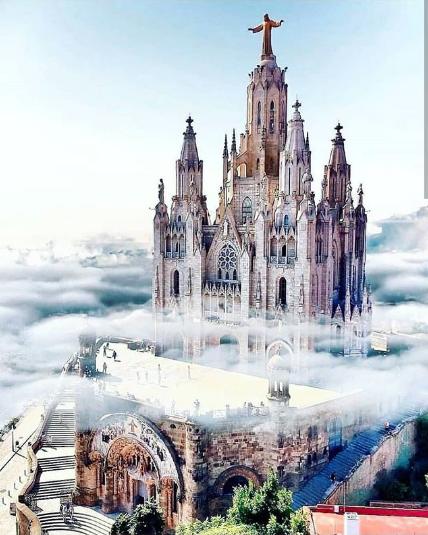 vista da igreja em barcelona